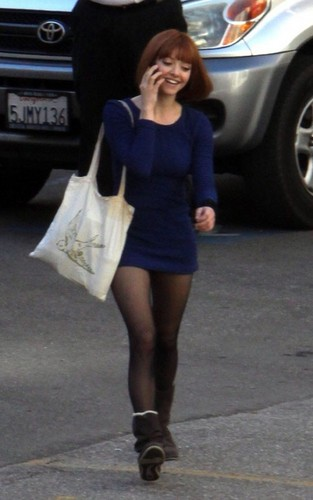 meer foto's of Amanda on the set of 'Now' (21st January 2011).