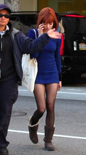 еще фото of Amanda on the set of 'Now' (21st January 2011).