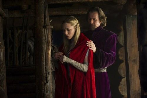 もっと見る 'Red Riding Hood' Production Stills.