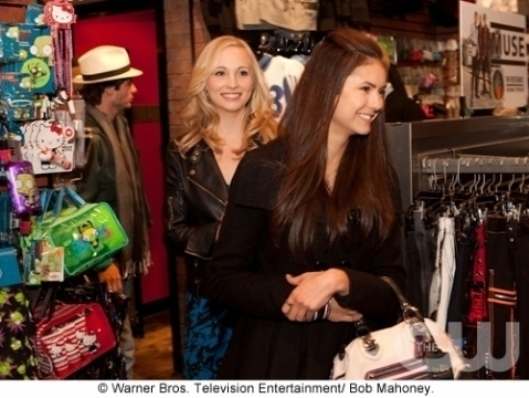 Nina & Candice doing shopping