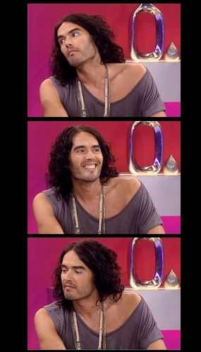 Russell Brand 바탕화면 with a portrait titled Russell B.
