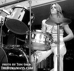 The Runaways پیپر وال possibly containing a ڈرمر titled Sandy West