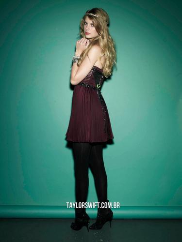 Taylor mwepesi, teleka - Photoshoot #127: Seventeen (2010)