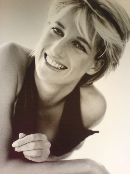http://images4.fanpop.com/image/photos/18600000/lady-diana-princess-diana-18685693-454-606.jpg