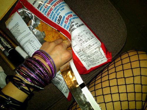 [26t h Jan 2011] Avril in her dressing room eating doritos