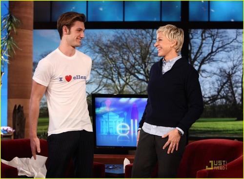 Alex on Ellen montrer