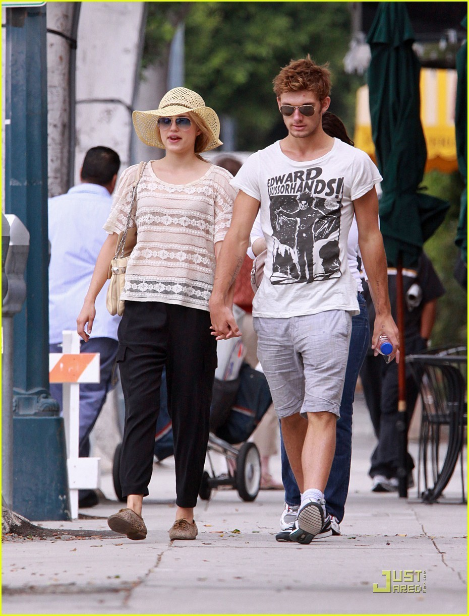 Dianna & Alex - Alex Pettyfer and Dianna Agron Photo ...