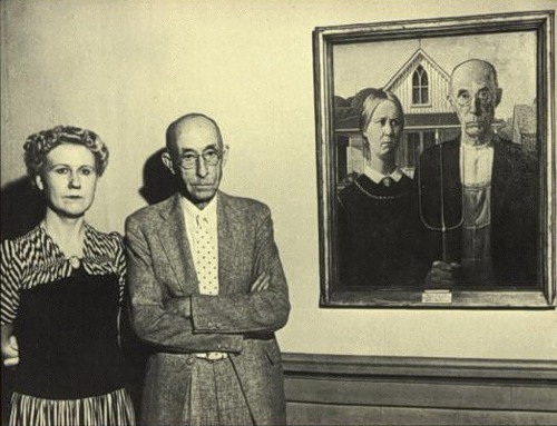 Fine Art Hintergrund possibly with a business suit and a well dressed person called Grant Wood's American Gothic and the couple that posed for the painting
