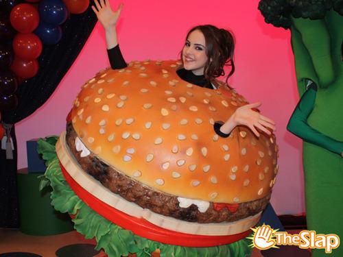 Victoria justice hamburger