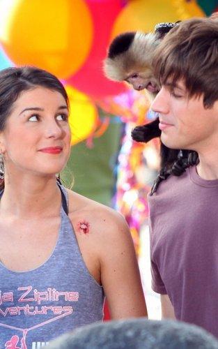 LaRimes on set of 90210