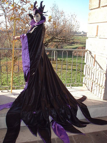 Disney Villains karatasi la kupamba ukuta probably containing a kirtle titled Maleficent