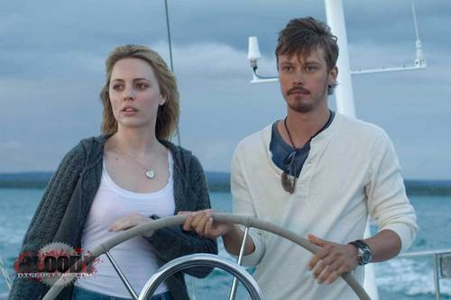 Melissa George & Michael Dorman as Jess & Greg