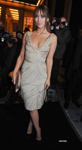 Olivia Wilde @ the Armani Zeigen @ Paris Fashion Week 2011