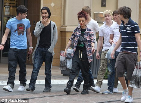 One Direction Обои with a business suit and a улица, уличный called Rapper Cher Mets Up Wiv 1D At The Grove In La 100% Real :) x