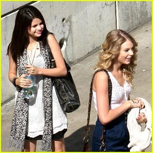 Selena Gomez Shopping on Taylor Swift   Selena Gomez Shopping