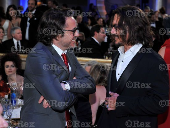 johnny depp- Golden Globes 16th Jan 2011 - Johnny Depp 550x414