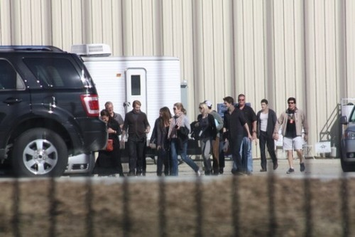 Fotos Of Robert Pattinson, Stephenie Meyer & Cast On The Breaking Dawn Set!