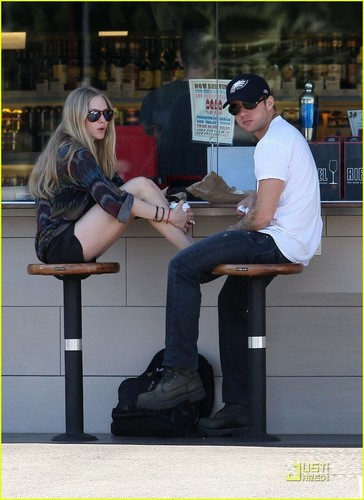 Amanda Seyfried wallpaper possibly with a business suit and a hip boot called Amanda Seyfried & Ryan Phillippe@The Oaks Gourmet on Friday (January 28)