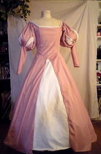 Ariel màu hồng, hồng Dress