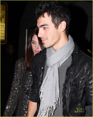 Ashley Greene : data Night With Joe Jonas (01.28.2011)