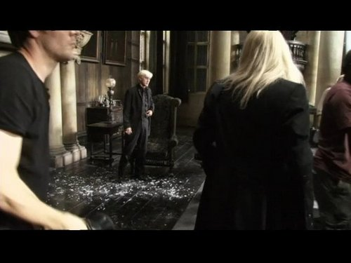 Behind the Scenes 照片 of Tom Felton in Deathly Hallows Malfoy manor scene