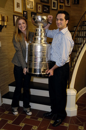 Brothers & Sisters Cast Pose With The Stanley Cup