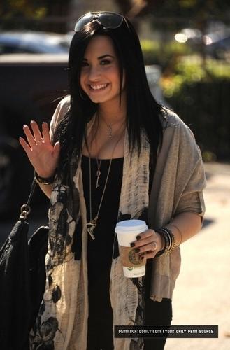 DEMI'S BACK!! (January 28th, 2011)