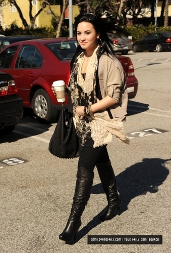 DEMI'S BACK!! (January 28th, 2011)