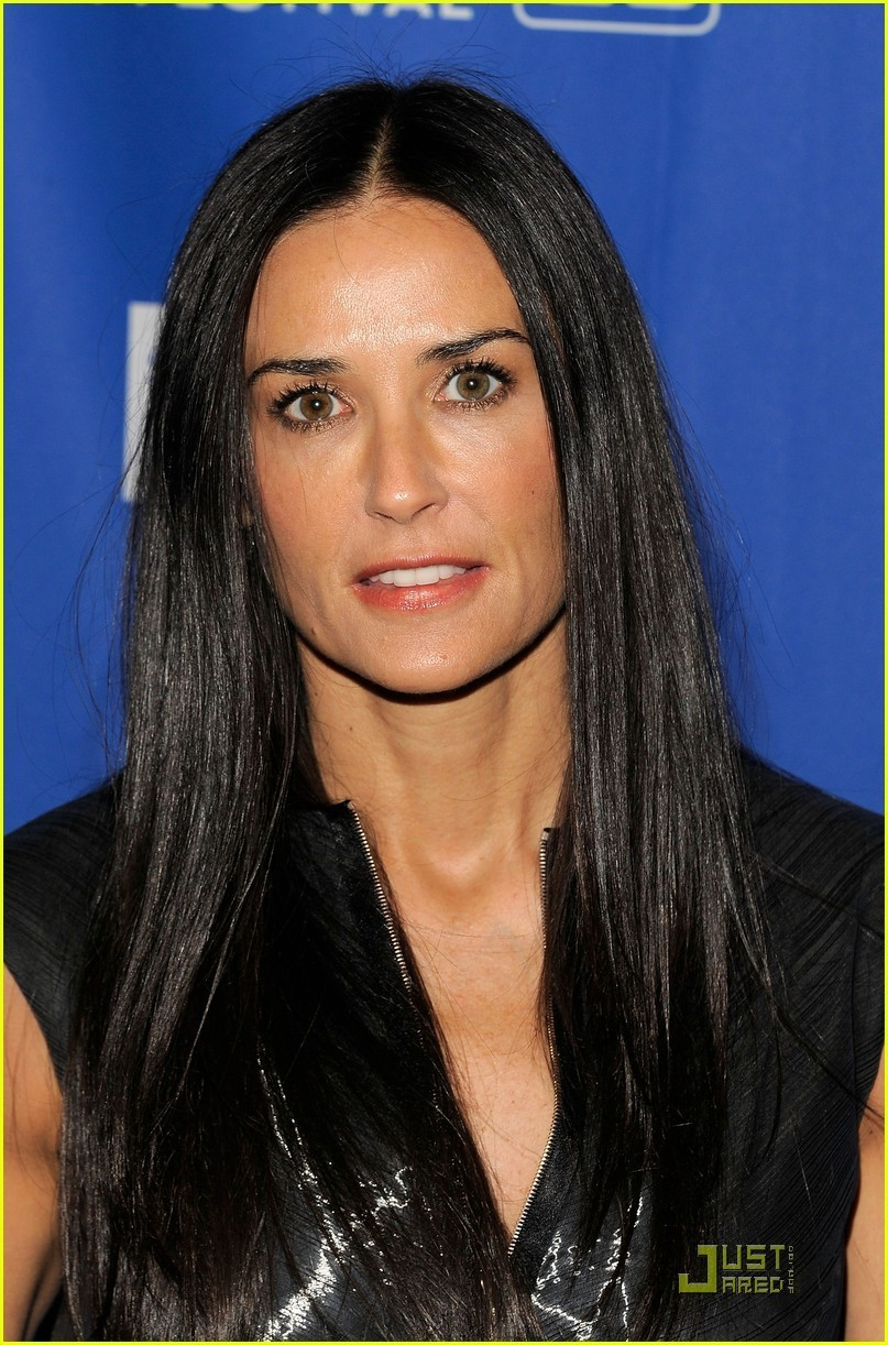 http://images4.fanpop.com/image/photos/18800000/Demi-Moore-Margin-Call-Premiere-at-Sundance-demi-moore-18812804-807-1222.jpg
