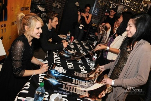 """Hot Topic """"I Am Number Four"""" Autograph Signing"""