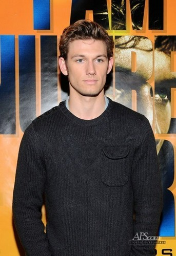 "Alex Pettyfer fond d'écran entitled Hot Topic ""I Am Number Four"" Autograph Signing"