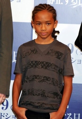 Jaden Smith Hintergrund containing a jersey called Jaden Smith