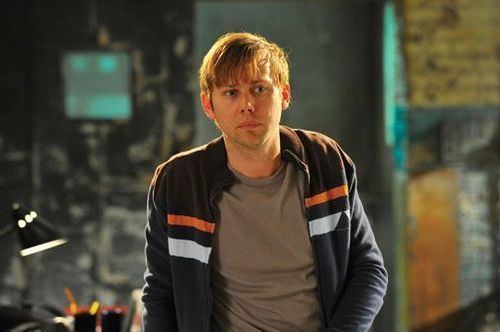 Jimmi Simpson as Lloyd Lowery in the Pilot Episode of 'Breakout Kings'
