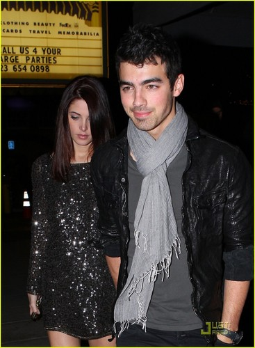 Joe Jonas : Date Night With Ashley Greene (28.01.2011)