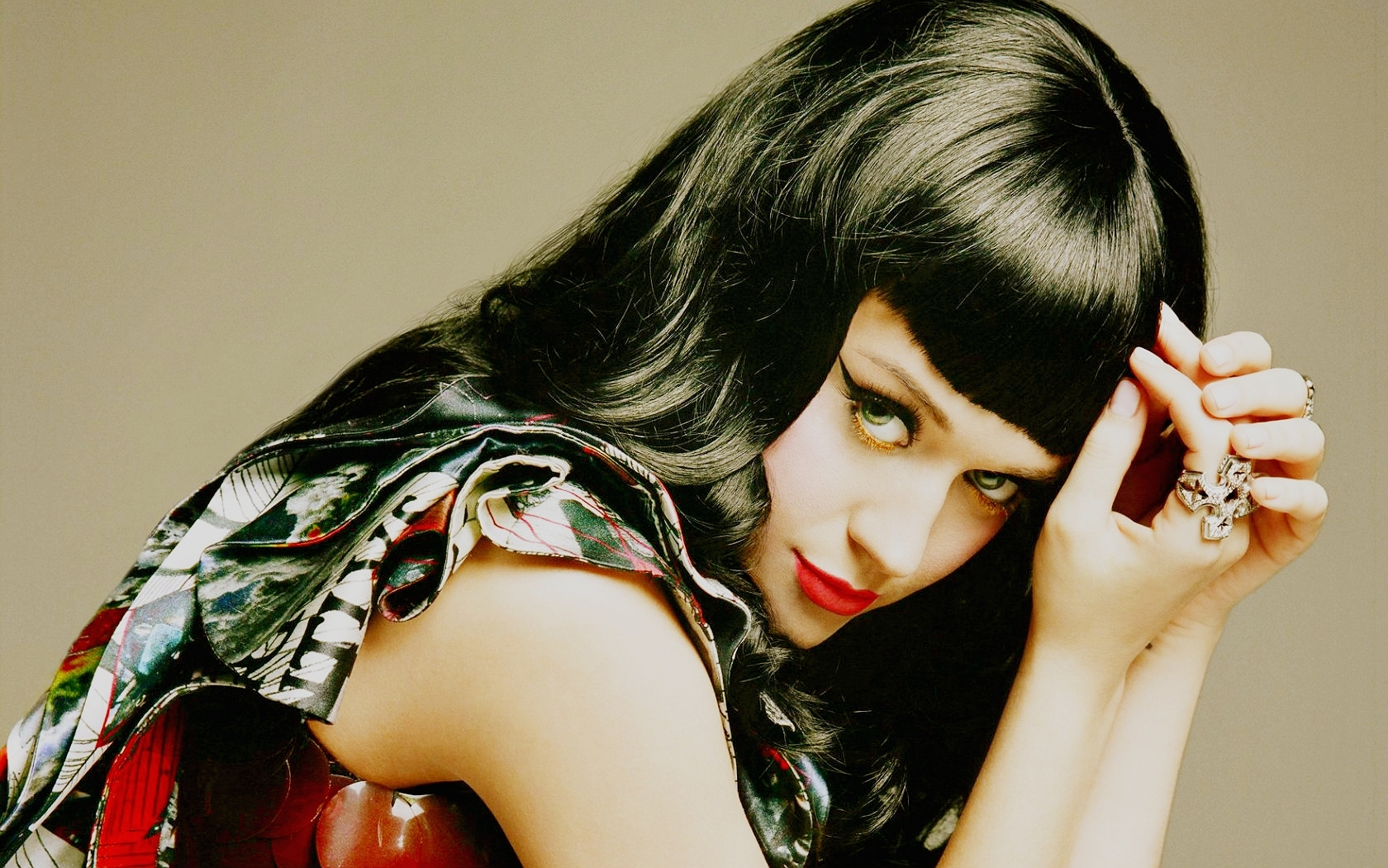 http://images4.fanpop.com/image/photos/18800000/Katy-Perry-Wallpaper-katy-perry-18854413-1680-1050.jpg