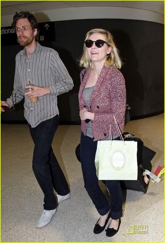 Kirsten Dunst & Jason Boesel: Reunited at LAX!