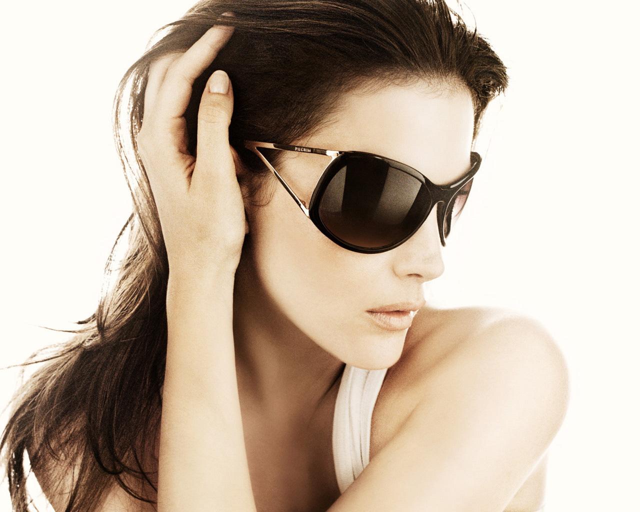 Liv Tyler in Sunglasses