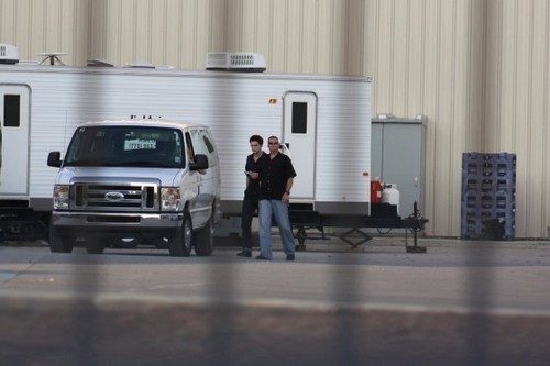 تصاویر Of Robert Pattinson, Stephenie Meyer & Cast On The Breaking Dawn Set!