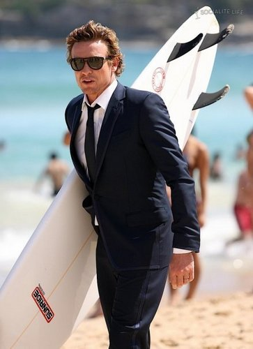 Simon Baker karatasi la kupamba ukuta containing a business suit, a suit, and a well dressed person called Simon Baker!