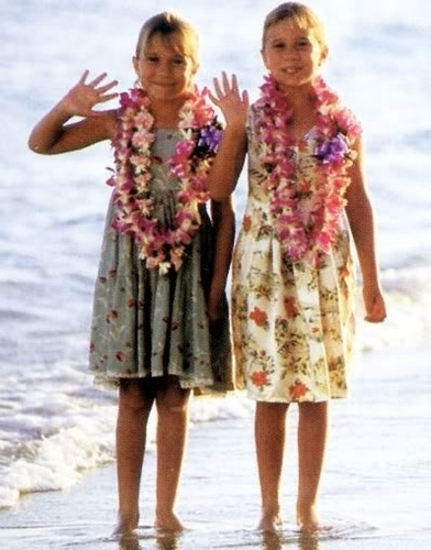 You're Invited To Mary-Kate And Ashley's Hawaiian strand Party