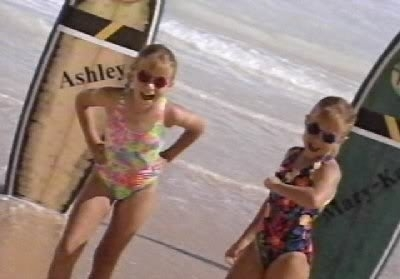 You're Invited To Mary-Kate And Ashley's Hawaiian bờ biển, bãi biển Party