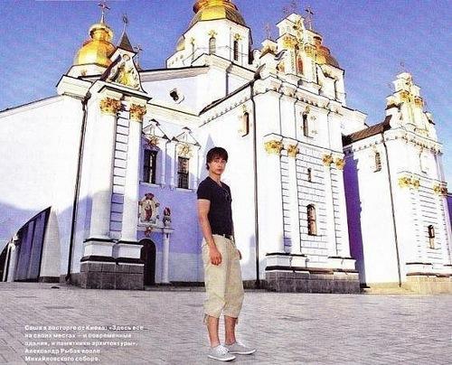 Alex))))