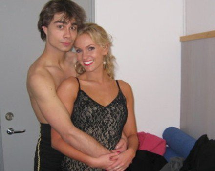 Alexander Rybak Hintergrund possibly containing a chemise, a cocktail dress, and a bustier called Alex without hemd, shirt