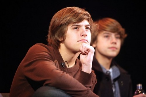 Dylan and Cole Sprouse Teach অভিনয় in লন্ডন
