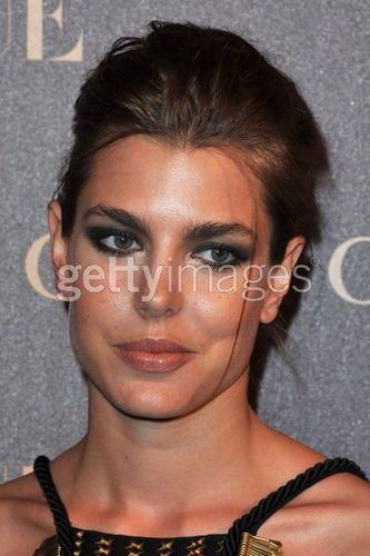 Prinzessin charlotte Casiraghi Hintergrund probably with a portrait called Gucci abendessen At Italian Embassy