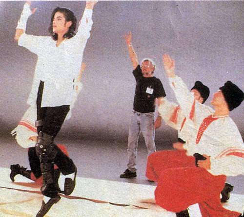 MJ - Black یا White