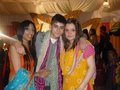 Sizzling Hot Zayn Wiv His Sisters (Rocking It 宝莱坞 Style!) 100% Real :) x