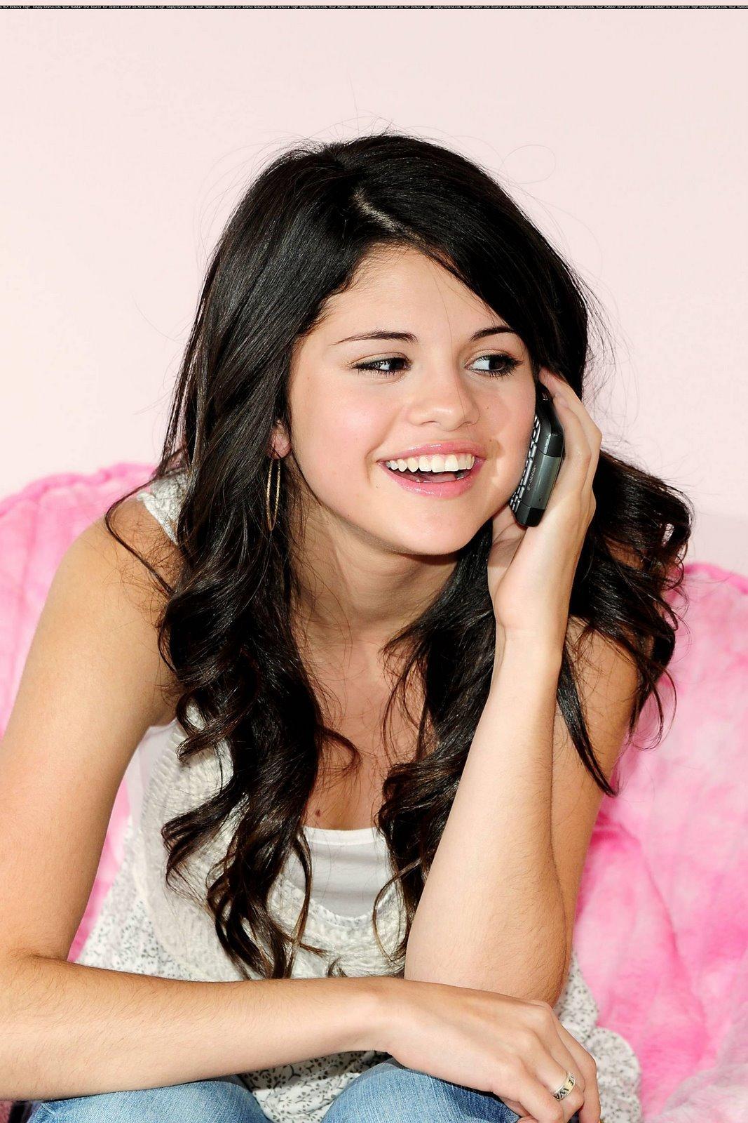 Selena Gomez Hairy Arms 87