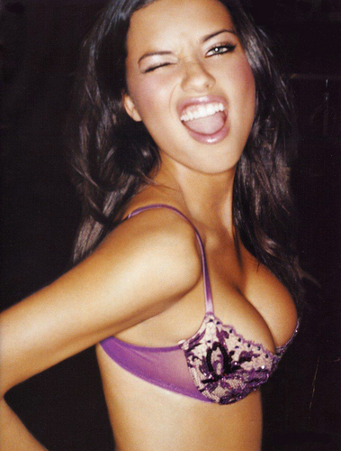 Adriana Lima پیپر وال with a brassiere titled Adriana - Arena 2004