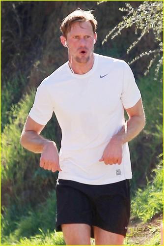 Alexander Skarsgard: Runyon Canyon Runner!